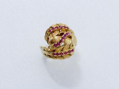 Bague en or 750 millièmes composée d'un motif...