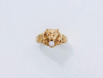 Bague en or 750 millièmes décorée d'une tête...