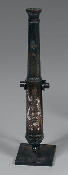 Belle maquette de canon aux armes de la famille Cavalli, tube en bronze finement...