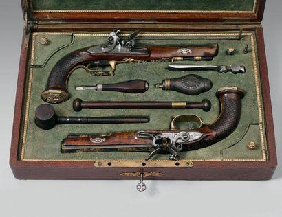 Paire de pistolets à silex, canons octogonaux légèrement tromblonnés, entièrement...