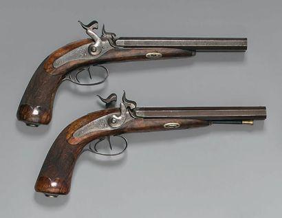 Paire de pistolets de vénerie ou de voyage à percussion, doubles canons en table...