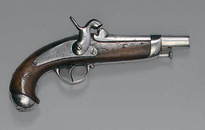 """Pistolet à percussion de gendarmerie modèle 1842, canon poinçonné et daté: """"1866"""",..."""