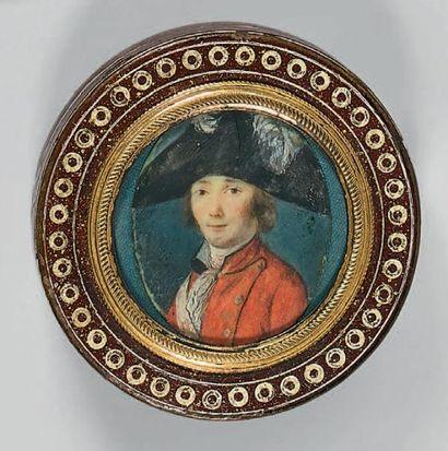 Boîte ronde en composition ornée de cercles...