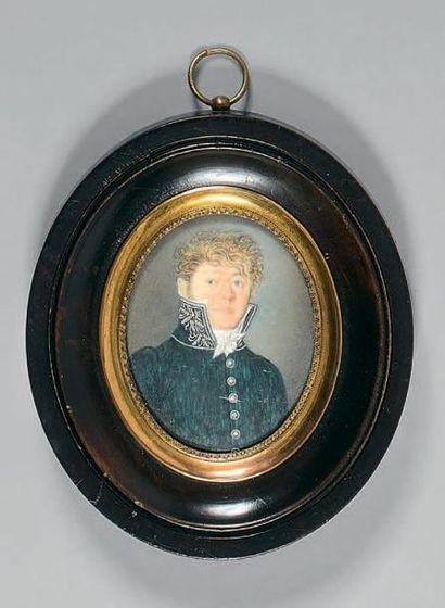 Miniature ovale sur ivoire: Portrait de M....