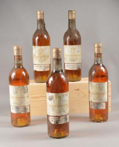 5 bouteilles CH. COUTET, 1° cru Barsac 1962...