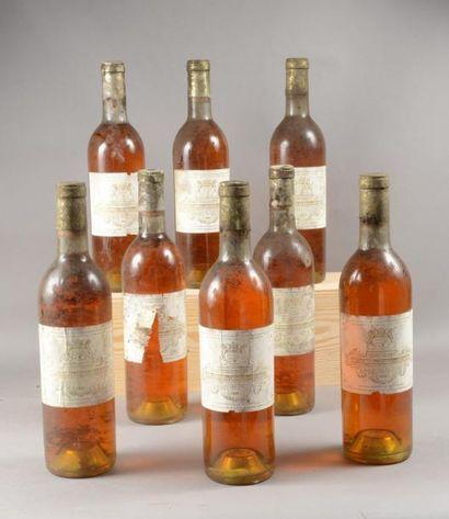 8 bouteilles CH. FILHOT, 2° cru Sauternes...