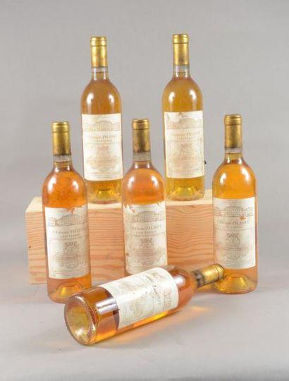 6 bouteilles CH. FILHOT, 2° cru Sauternes 1990 (fânées, tachées)