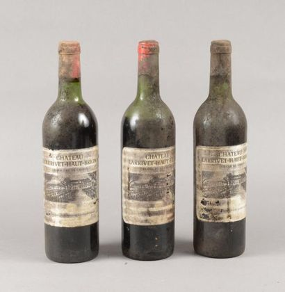 3 bouteilles CH. LARRIVET-HAUT-BRION, Pessac-Léognan...