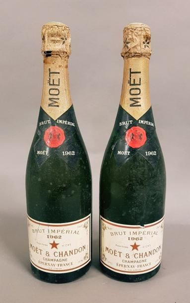 2 bouteille CHAMPAGNE «Brut Impérial», Moët...