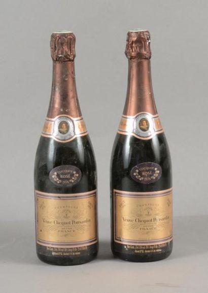 2 bouteilles CHAMPAGNE «Rosé», Veuve Clicquot...