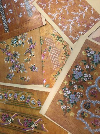 Une vingtaine de dessins textile, gouache...