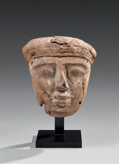 Masque de cuve de sarcophage présentant le...