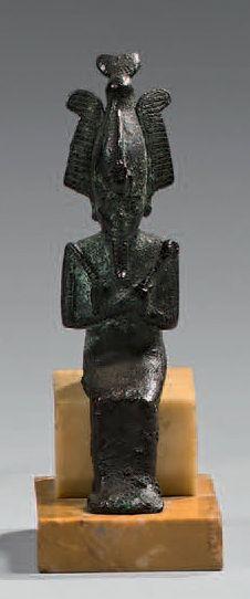 Statuette d'Osiris assis. Il porte la couronne...