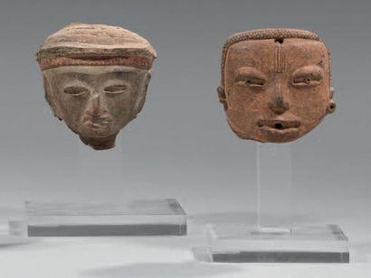 Lot composé de deux têtes humaines. La première...