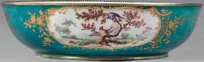 * «Jatte ronde» en porcelaine de Vincennes...