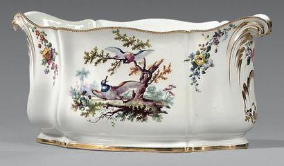 * Cuvette «Roussel» (1ère grandeur) en porcelaine...