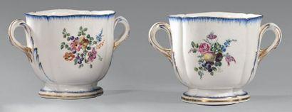 * Paire de «seaux à verre du Roi» en porcelaine...