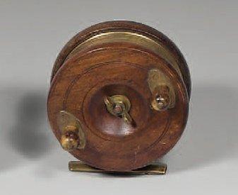 Autre moulinet en bois et cuivre (type Nottingham)...