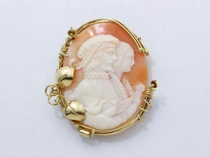 Broche pendentif en or 750 millièmes, ornée...