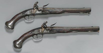 Paire de pistolets à silex, canons à pans...