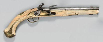 Pistolet à silex, canon à pans latéraux puis...