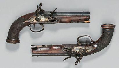 Paire de pistolets d'officier à silex, canons...