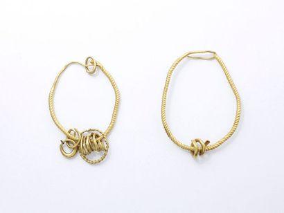 Grande paire de boucles d'oreilles en or...