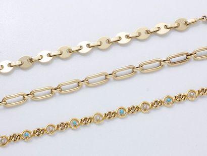 Lot en or 750 millièmes composé de 3 bracelets...