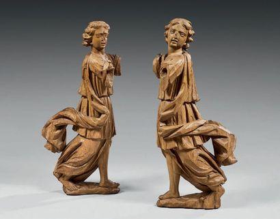 Paire d'anges thuriféraires en chêne sculpté...