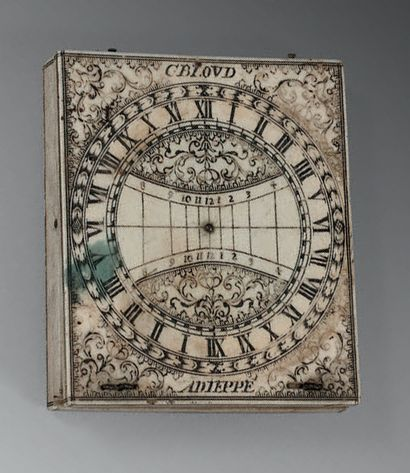 Cadran solaire en ivoire finement gravée;...