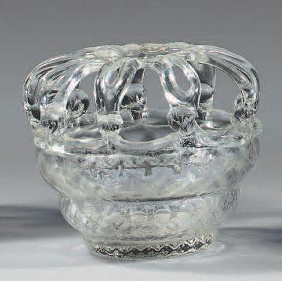 Bouquetière en verre soufflé-moulé à décor...