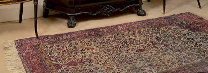 Tapis de Tabriz (Turquie) en soie à décor...