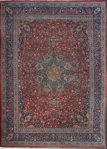 Tapis de Keshan (Perse) à médaillon centrale...