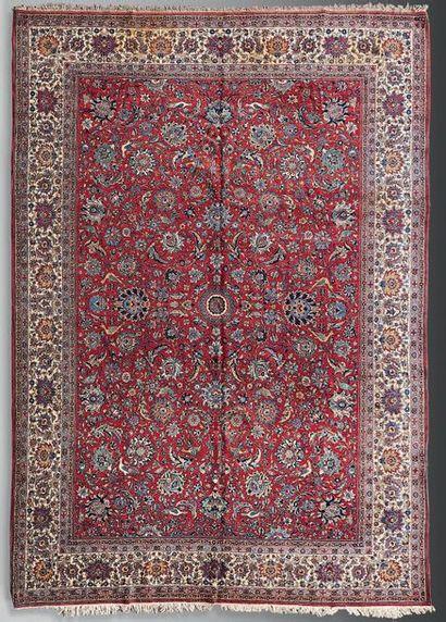 Keshan à fond rouge Perse, XXème siècle 4,50...