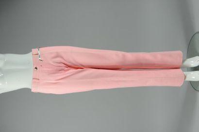 COURREGES Paris circa 1995  Robe en serge de laine rose fluo encolure bateau cranté...