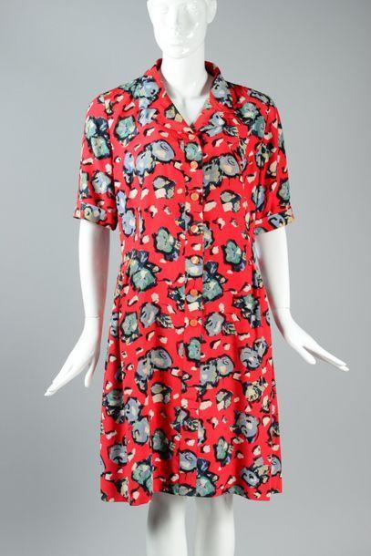 Karl LAGERFELD  Robe en soie imprimée à motif...