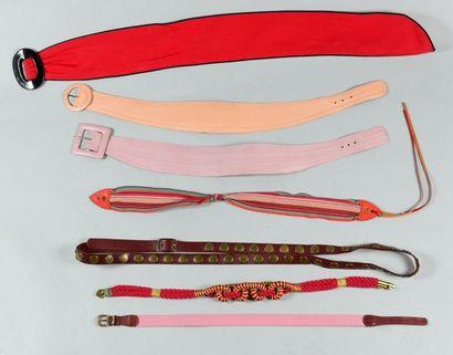 Anonyme  Lot composé de sept ceintures diverses....