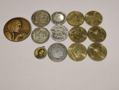 Lot de treize médailles (Ville de Paris,...