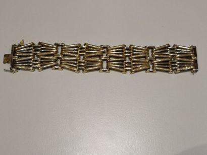 Bracelet en or 750°/°° à décor géométrique...