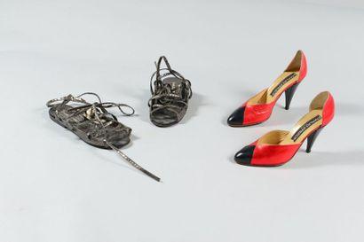 Maud FRIZON  Lot composé d'une paire d'escarpins...