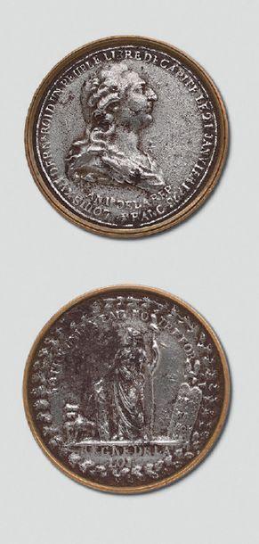 Médaille en fer commémorative de la mort de Louis XVI, an II; entourage en laiton;...