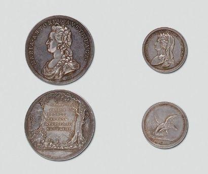 """Deux médailles en argent: """"Mort de Marie-Antoinette..."""