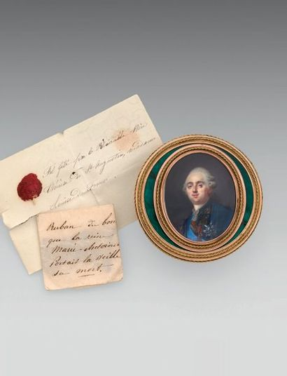 Tabatière de présent, ronde en or et émail vert, ornée du portrait de Louis XVI...