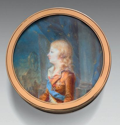 Tabatière ronde en écaille noire au portrait...