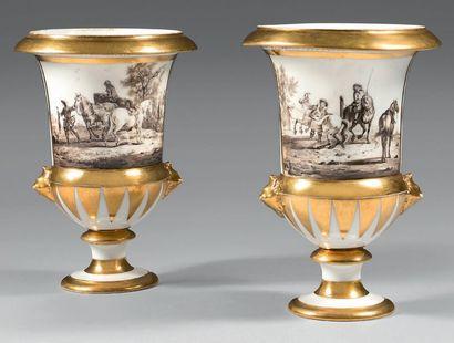 Paire de vases en porcelaine de Paris de...