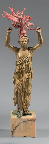 Statuette en bronze ciselé et doré sous la...