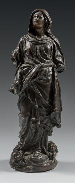 Statue en bronze ciselé et patiné représentant...