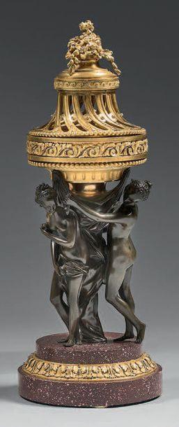 Pot-pourri en bronze ciselé, patiné ou doré...