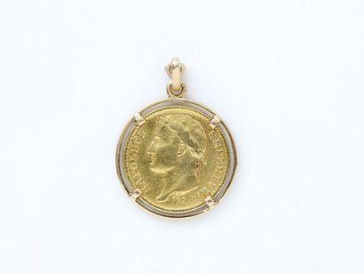 Pendentif en or 750 millièmes retenant une...
