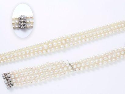 Demi-parure composée d'un collier composé...